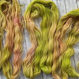 Frühlingsgefühle in Garn gepackt: Mini Stränge 20g handgefärbte Wolle (Merino)