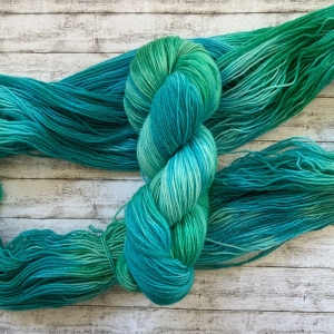 Fröliche Sockenwolle: Handgefärbte Deutsche Sockenwolle Meeresrauschen