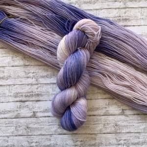 Fröliche Sockenwolle: Handgefärbte Sockenwolle Lavendelträume - Handarbeit kaufen