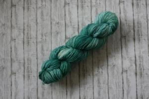 Tencel Sock:  Handgefärbtes Garn in schimmernden Türkis und Blau Tönen