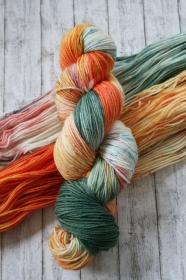Cozy Sock: Handgefärbte weiche Sockenwolle (Fingering)