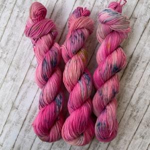 Soft Cotton: Handgefärbes weiches Baumwollgarn: Rosarote Brille