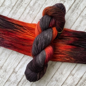 Fröliche Sockenwolle: Handgefärbte Sockenwolle Vulkan