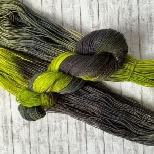 Fröliche Sockenwolle: Handgefärbte Sockenwolle Hexenkessel