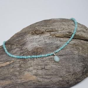 Feine Halskette aus facettiertem Amazonit mit kleinem Tropfen Anhänger