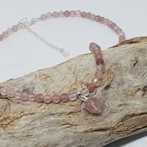 Feine Halskette aus facettiertem Erdbeerquarz mit Anhängerchen   - Handarbeit kaufen
