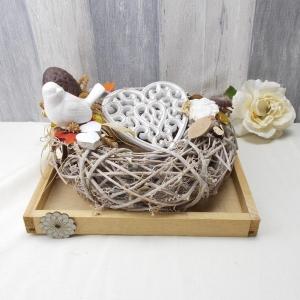 Gesteck, Tischgesteck, herbstlich, Holzkranz auf Tablett, Tischgesteck mit Herz - Handarbeit kaufen