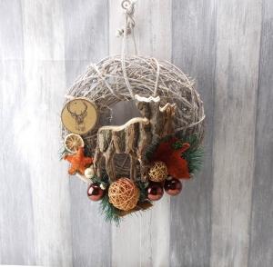 Weihnachtlicher Türkranz, mit Holzelch, Türschmuck, Weihnachten, Weihnachtsdeko - Handarbeit kaufen