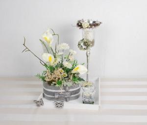 Tischgesteck auf Tablett, silber weiß grau, Windlicht, Tischdekoration, Frühlingsdeko - Handarbeit kaufen