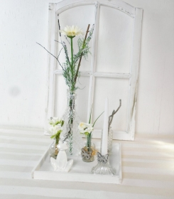 modernes Tischgesteck, Blumenarrangement auf Holztablett, weiß - Handarbeit kaufen
