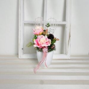 elegante Tischdeko mit rosa Rosen in weißem Keramiktopf, Tischgesteck - Handarbeit kaufen