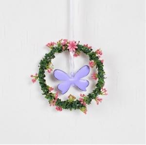 Fensterdeko, Kranz in grün mit Blüten und lila Schmetterling, Hänger - Handarbeit kaufen