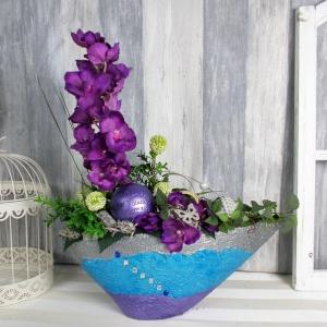 moderne Tischdeko mit Orchidee in blau lila silber Tönen, groß mit Spruch-Kugel - Handarbeit kaufen