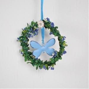Fensterdeko, Kranz in grün mit Blüten und blauem Schmetterling, Hänger - Handarbeit kaufen