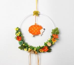 Fensterdeko, Herbstdeko mit Igel, Reif mit Blüten und Igel, Hänger - Handarbeit kaufen