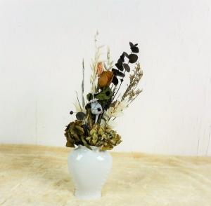 Trockenblumenstrauß in weißer Vase natur, Trockenblumen, getrocknete Natur Pflanzen, Boho Strauß - Handarbeit kaufen