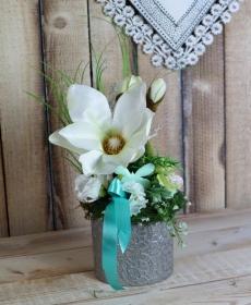 Frühlingsdeko, Tischgesteck, weiß silberfarben, mit Magnolie - Handarbeit kaufen