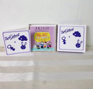 Geldgeschenk Geburt, mit lustigem Buch, weiß lila, Geschenk zur Geburt - Handarbeit kaufen