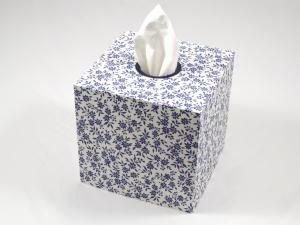 Kosmetikboxhülle quadratisch blaue Streublumen