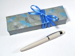 Geschenkschachtel für einen besonderen Stift -  Federn - Handarbeit kaufen