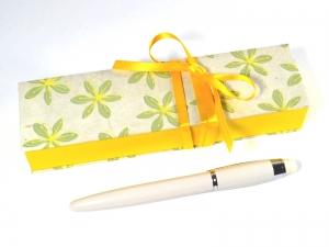 Geschenkschachtel für einen besonderen Stift -  gelbe Blumen - Handarbeit kaufen