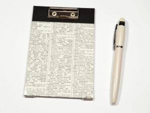 Klemmbrett Mini - Upcycling alte Wörterbuchseiten - Handarbeit kaufen
