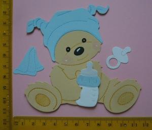 Scrapbooking Stanzteil Kartenschmuck  Kartendeko supersüßes sitzendes Babybärchen Boy  - Handarbeit kaufen