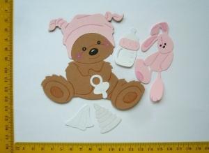 Scrapbooking Stanzteil Kartenschmuck Kartendeko supersüßes sitzendes Babybärchen mit Schnuller und Tuch - Handarbeit kaufen