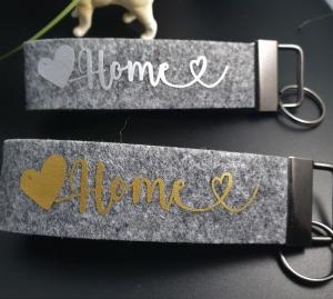 Schlüsselanhänger ♥HOME♥ aus Filz grau mit Klemmschließe  - Handarbeit kaufen