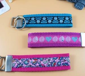 Schlüsselanhänger ♡Blumen♡ in 3 Farben mit Klemmschließe  - Handarbeit kaufen
