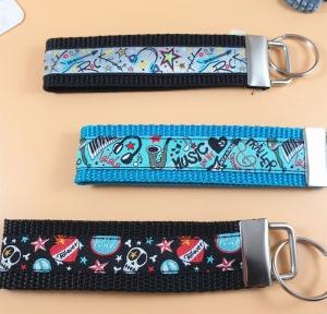 Schlüsselanhänger ♡Musik♡ in 3 Farben mit Klemmschließe   - Handarbeit kaufen