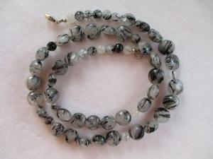 Halskette aus Quarz mit Turmalinnadeln mit einem Karabinerverschluss aus Silber - Handarbeit kaufen