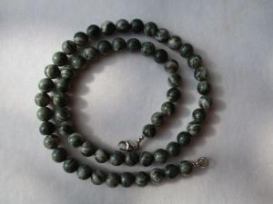 Halskette aus Jaspis mit einem Karabinerverschluss aus Silber - Handarbeit kaufen