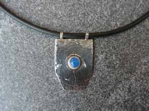 Halskette mit Silberanhänger mit einem Achat, alle Verschlussteile sind aus Silber - Handarbeit kaufen