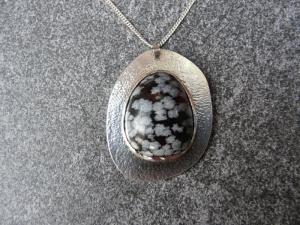 Silberkette mit Silberanhänger mit einem Schneeflockenobsidian - Handarbeit kaufen