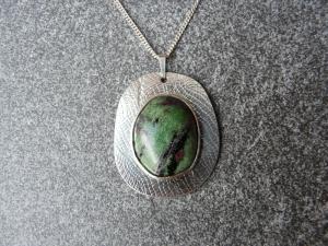 Silberkette mit Silberanhänger mit einem Zoisit - Handarbeit kaufen