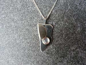 Silberkette mit Silberanhänger mit Goldauflage und Mondstein - Handarbeit kaufen