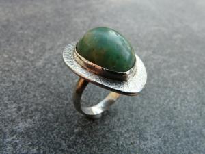Handgefertigter Silberring mit einem ca. 20x15 mm großen  Prasem (Chalzedon) mit Freischliff - Handarbeit kaufen