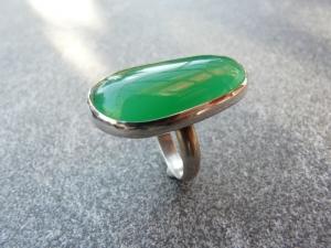 Handgefertigter Silberring mit einem ca. 32x16 mm großen grünen Achat mit Freischliff - Handarbeit kaufen