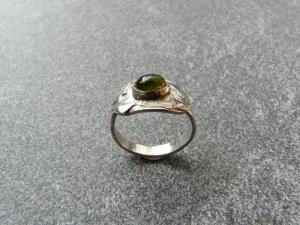 Handgeschmiedeter Ring aus Silber 925 mit einem 8x6 mm großen Turmalin - Handarbeit kaufen