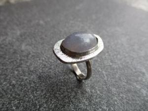 Ring aus Silber 925 mit einem 17x13 mm großen Iolith mit einem Freischliff - Handarbeit kaufen