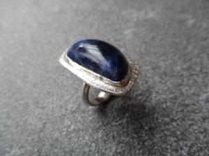 Handgearbeiteter Ring aus 925 Silber mit einem ca. 28x16mm großen freigeschliffenen Sodalith - Handarbeit kaufen