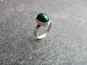 Handgefertigter Ring aus 925 Silber mit einem ca. 13x9mm großen Malachit - Handarbeit kaufen