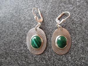 Ohrhänger aus 925 Silber in ovaler Form mit 10x8 mm Malachit Steinen