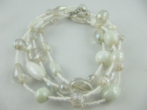 Lange Kette mit Glasperlen Weiß (115)  - Handarbeit kaufen