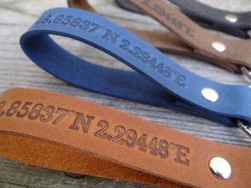 Schlüsselanhänger aus Leder mit Wunschtext - von SchlüsselundWort