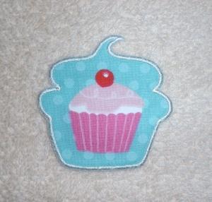 Cupcake mit Kirsche in türkis, Nr.1, Stickapplikation zum Aufbügeln               - Handarbeit kaufen