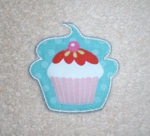 Cupcake mit Kirsche in türkis, Nr.2, Stickapplikation zum Aufbügeln                - Handarbeit kaufen