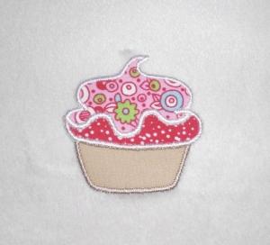 Cupcake mit rosa Haube, Nr.1, Stickapplikation zum Aufbügeln                   - Handarbeit kaufen