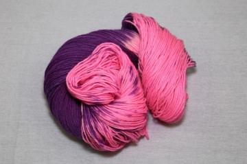 200 g Handgefärbte Pullover-Sockenwolle 8-fach  Nr. 10